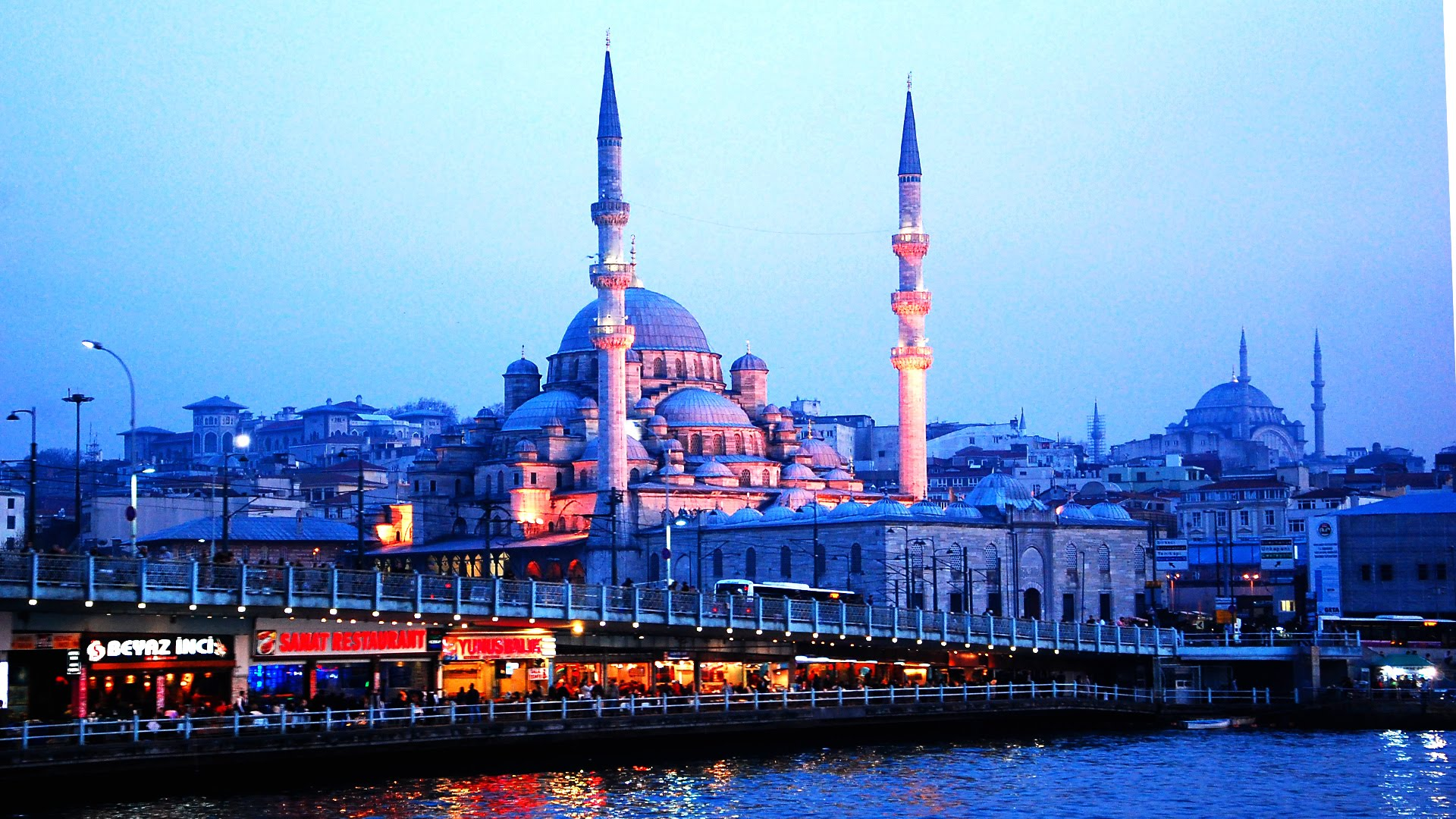travel-to-istanbul-the-city-of-the-sultans-with-the-holiday-service1