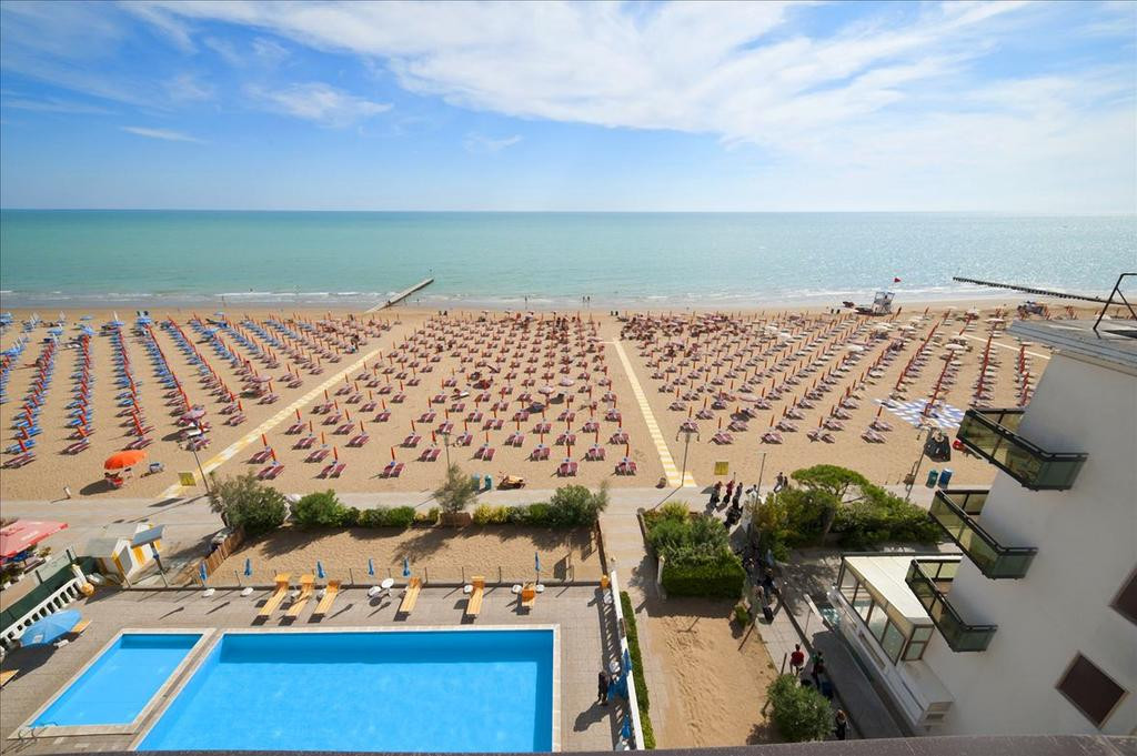 italian-holidays-from-the-the-resort-of-lido-di-jesolo-2