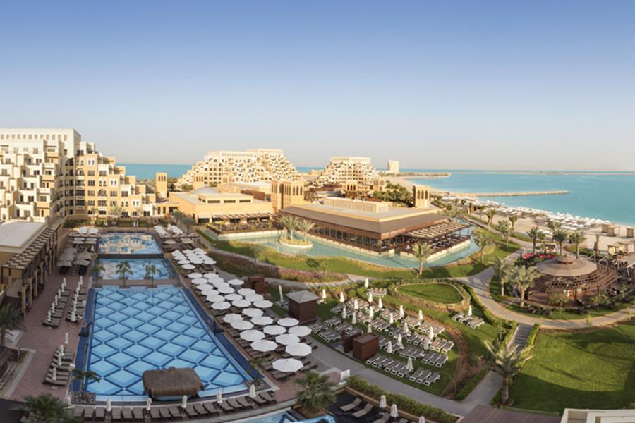the-azure-sea-of-luxury-3